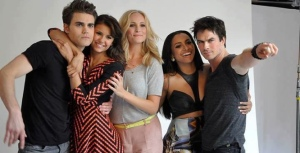 Vampire-Diaries-Cast-Comic-Con-2013