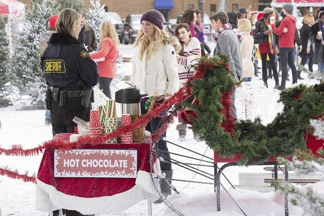 Mmmmmm... ciocolată caldă. Caroline și mama ei servesc câteva lucruri yummy.